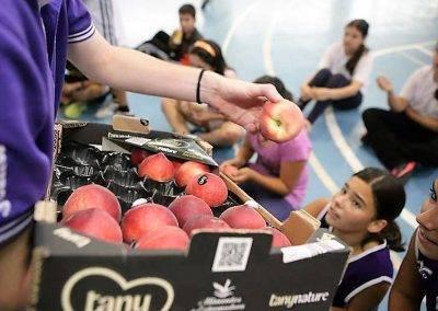 En la maratón de Santiago de Chile repartieron frutas