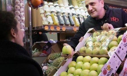 El punto de venta busca reforzar la relación entre los fruteros y sus clientes