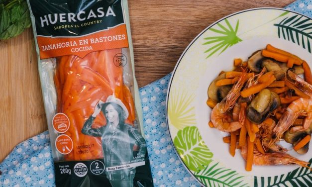 WOK de bastones de zanahoria y champiñones con gambas y salsa teriyaki