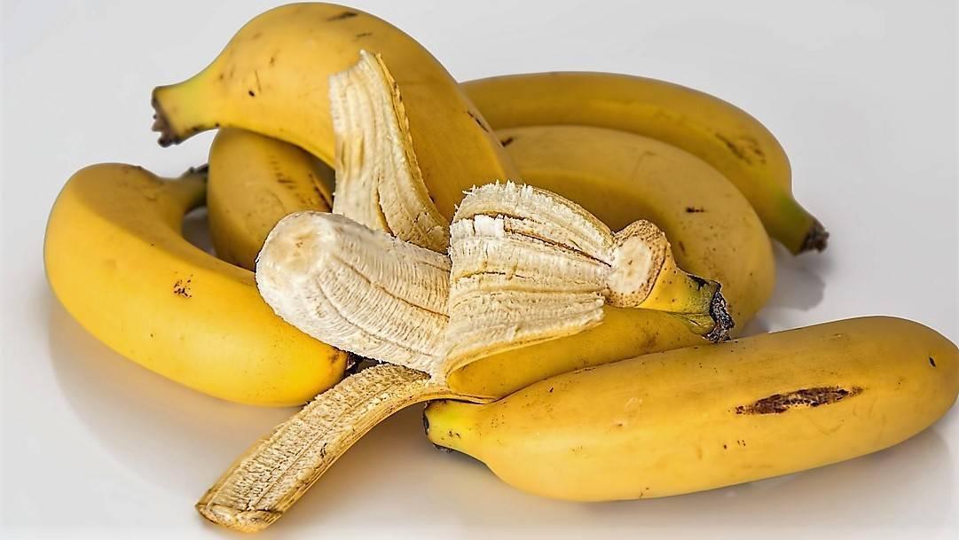 Todas las cosas que puedes hacer con una cáscara de plátano, antes de  tirarla