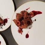 Dos postres con cereza y picota del Jerte para el restaurante 'Dos Cielos'