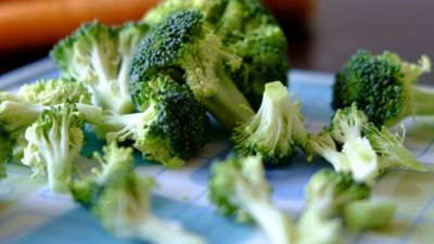 Investigan soluciones médicas en los compuestos bioactivos del brócoli