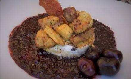 Espectacular queso de cabra con cerezas del Jerte