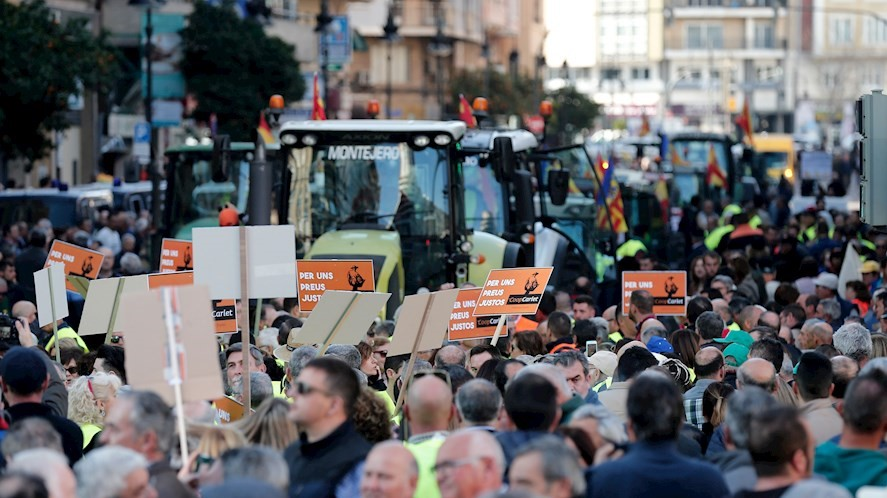 Tractorada en València. La imagen superior es de otra tractorada en Antequera