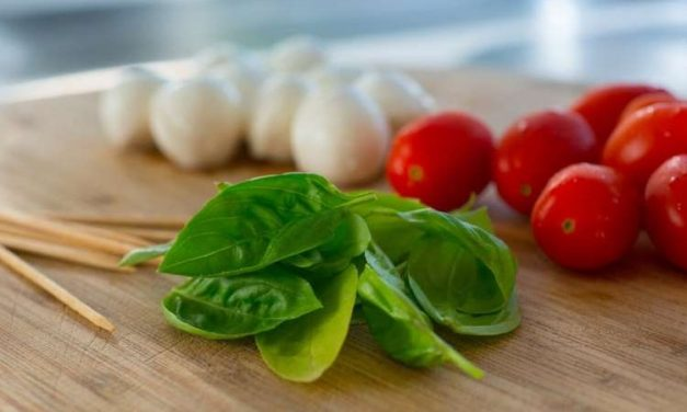 Older people benefits from a Mediterranean diet in several aspects