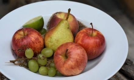 Manzanas y peras se venden más por la fiebre consumista del Covid-19