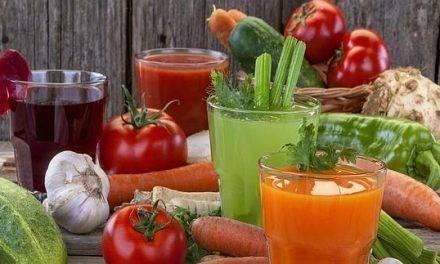 Debajo de una col y gracias a los tomates