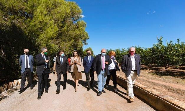 El Ministro Luis Planas visita el campo de ensayos de Anecoop en Valencia
